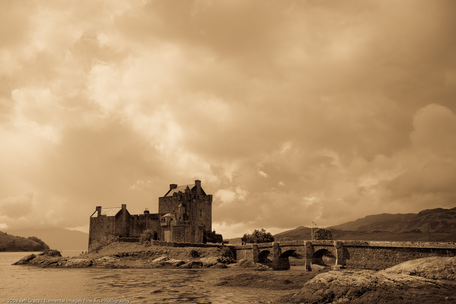 Eilean Donan Castle | Dornie | Scotland | United Kingdom - © © 2009 Jeff Gracz / Elemental Images Fine Art Photography - All Rights Reserved Worldwide
