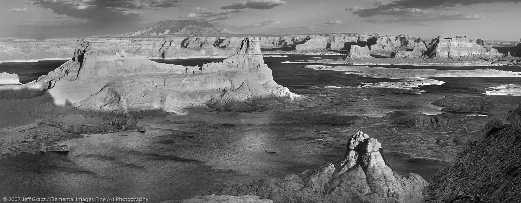 Lake Powell from Rowena Mesa |  | UT | USA - © © 2007 Jeff Gracz / Elemental Images Fine Art Photography - All Rights Reserved Worldwide